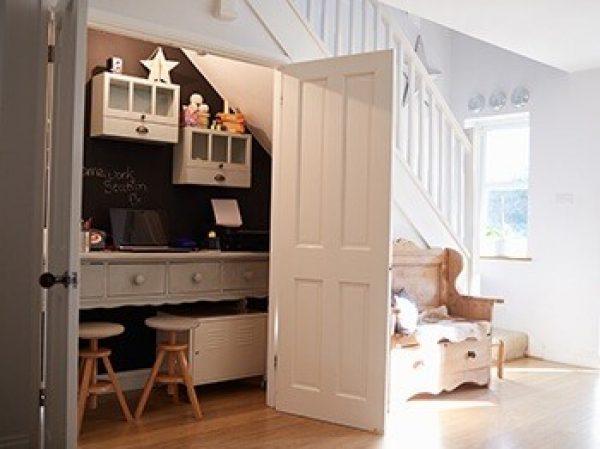 Comment aménager un espace utile sous votre escalier ?